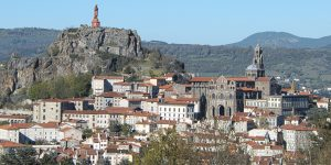 the-puy-in-velay-by luctheo